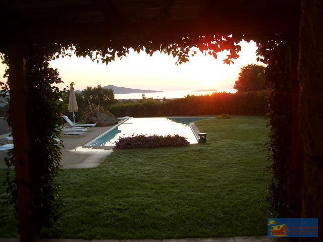 Вилла класса люкс с бассейном в аренду на Сардинии. - Фото 12