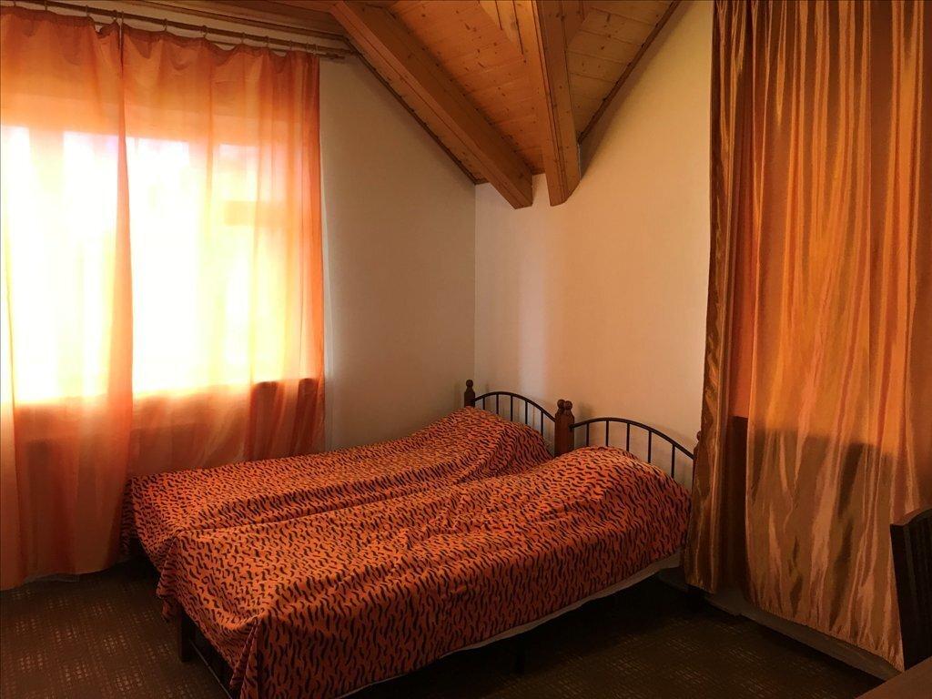 Двухэтажный коттедж с сауной и банкетным залом на берегу реки - Фото 10