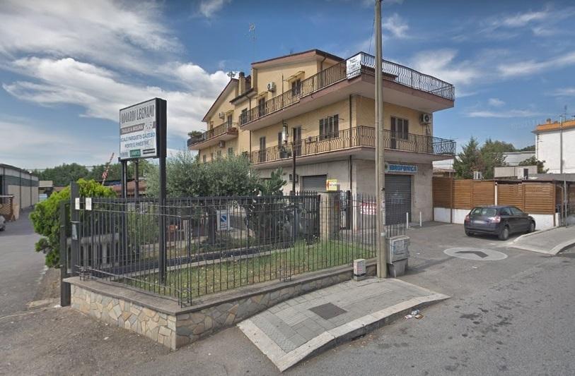 Продается жилой дом с торговыми помещениями в Риме, Италия - Фото 2