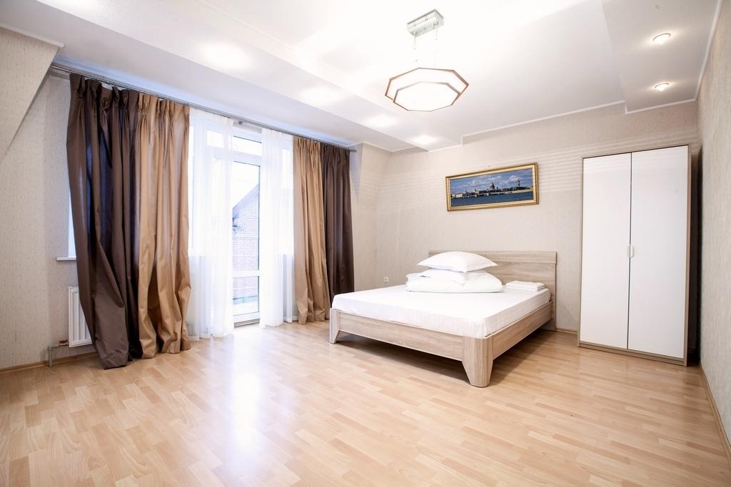Двухэтажный коттедж с банкетным залом в Ропше - Фото 3