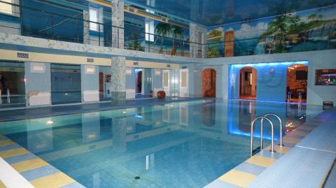 Шикарный коттедж с огромным бассейном, банкетным залом в Осиновой роще - Фото 0