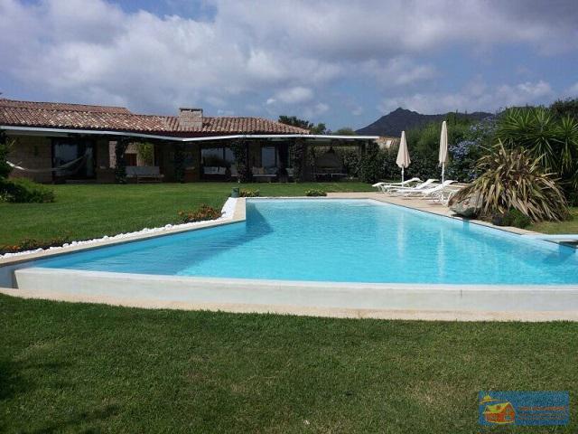 Вилла класса люкс с бассейном в аренду на Сардинии. - Фото 19