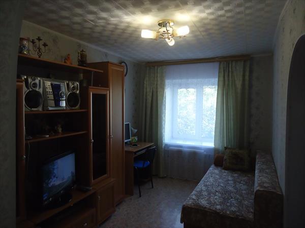 2-комнатная Гостинка в Октябрьском районе, Купить квартиру в Томске, ID объекта - 331048105 - Фото 1