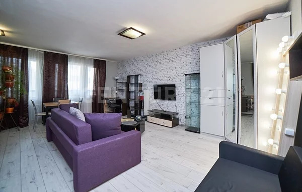 Продажа квартиры-студии на 3/10 этаже панельного дома на ул. Варлам. - Фото 1