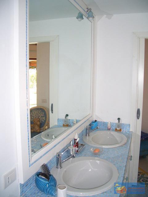 Вилла класса люкс с бассейном в аренду на Сардинии. - Фото 18