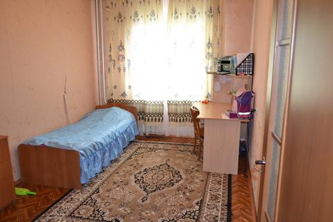 Просторная трешка в тихом районе, Купить квартиру в Новоалтайске, ID объекта - 328937907 - Фото 1