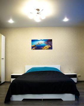 Квартира расположена в микрорайоне Юго-Западный, Снять квартиру на сутки в Екатеринбурге, ID объекта - 321260458 - Фото 1