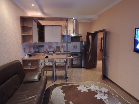 Трёх комнатная квартира в Ленинском районе в ЖК «Пять звёзд», Снять квартиру в Кемерово, ID объекта - 302941428 - Фото 1