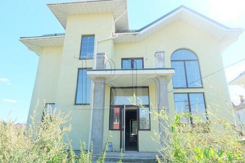 Монолитный четырехэтажный коттедж в 14 км. от МКАД в деревне Михнево. .